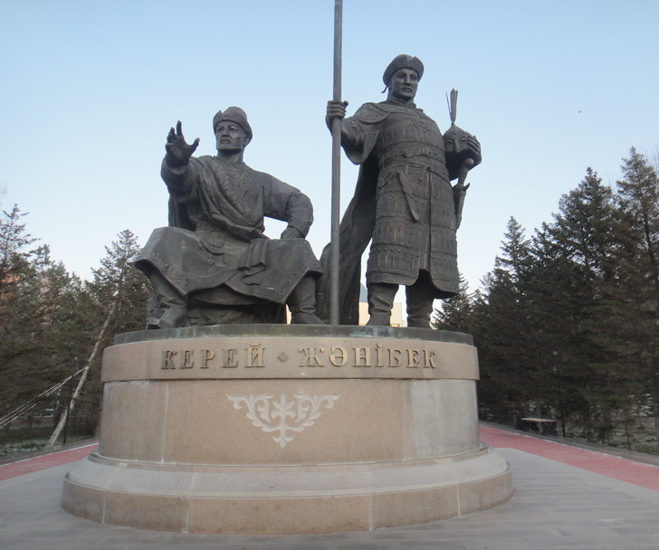 Керей и Жанибек. Астана. Фото 9 ноября 2011 г.