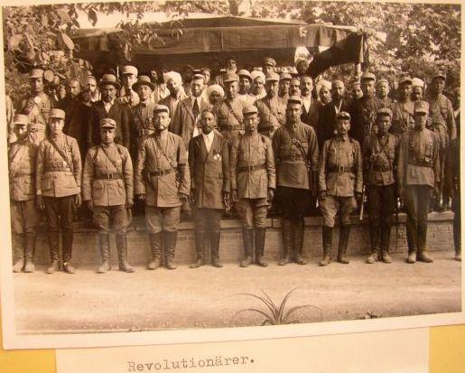 Офицеры 6-й уйгурской кавалерийской дивизии