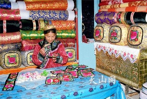 Уйгурка с Кумула в традиционной одежде