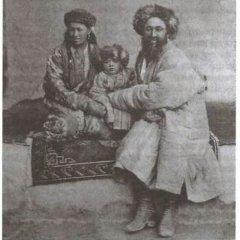 Бек с семьей, Певцов, 1888, Путешествие в Кашгарию и Куньлунь.jpg
