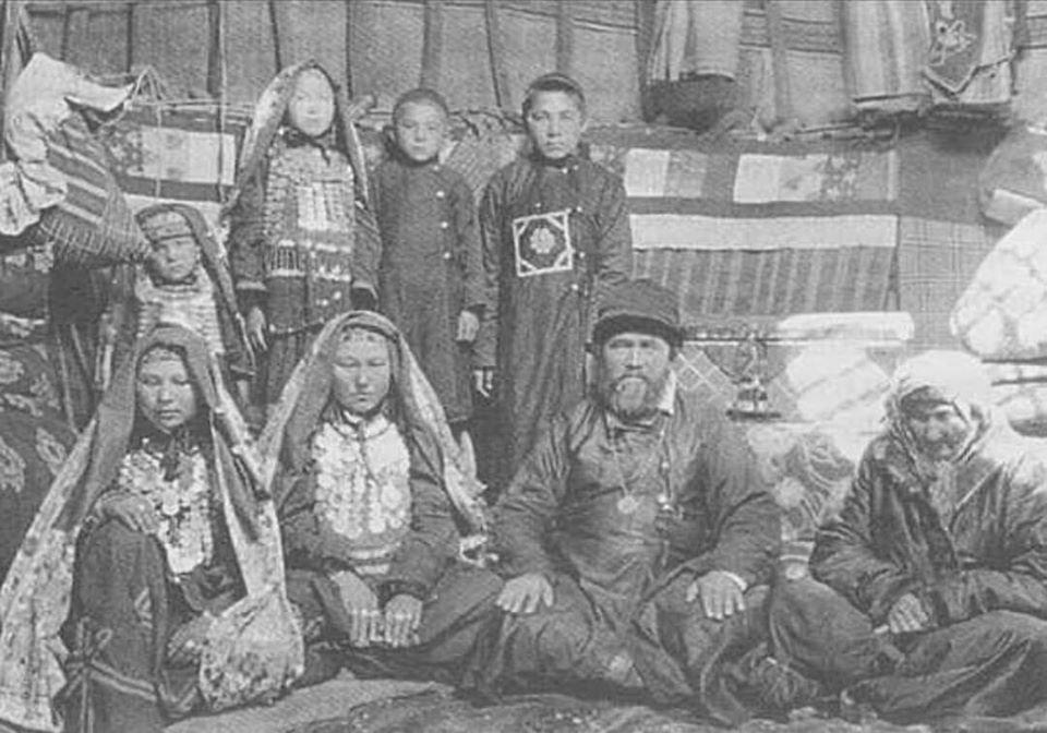 Башкирская семья. Фотография нач. XX века.
