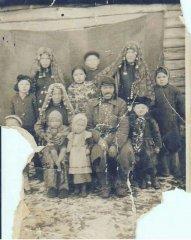 Башкирская семья. Фотография первой половины XX века.
