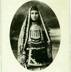 Башкирка, в традиционном хиджабе. Фотография конца XIX - нач. XX веков.
